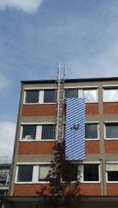 500x150cm groß: Die Installation 'Bayerische Schemen'