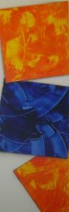 Zwei fallende orange und ein fallendes blaues Quadrat  - Acryl auf Leinwand